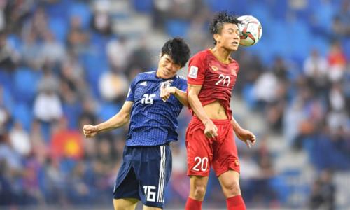 Việt Nam (áo đỏ)tiếp tục leo cao ở bảng điểm FIFA. Ảnh: Đức Đồng.