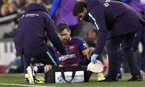 Chấn thương của Messi có nguy cơ chuyển biến xấu nếu anh mạo hiểm thi đấu. Ảnh: Reuters