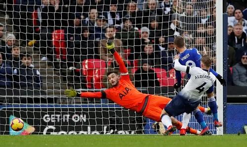 Lloris có một trận đấu xuất sắc trong khi các chân sút bên phía Leicester gây thất vọng. Ảnh: Reuters.