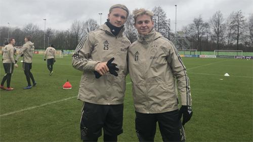 Dolberg và De Jong là những viên ngọc sáng của Ajax hiện tại.