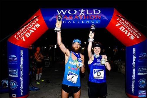 Gill cùng VĐV thắng ở thử thách tương tự dành cho nam -Mike Wardian - mừng chiến công trên bờ biển Miami, Florida.