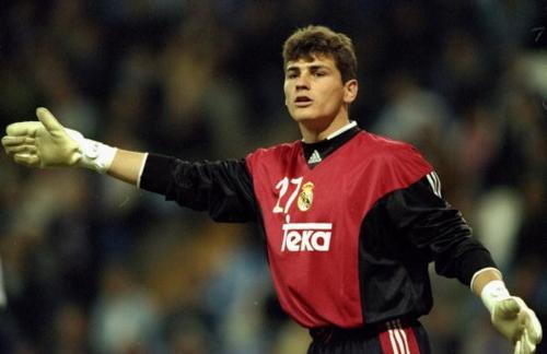 Từ một thủ môn trẻ, Casillas bất ngờ được trao cơ hội và từng bước trở thành huyền thoại của Real.