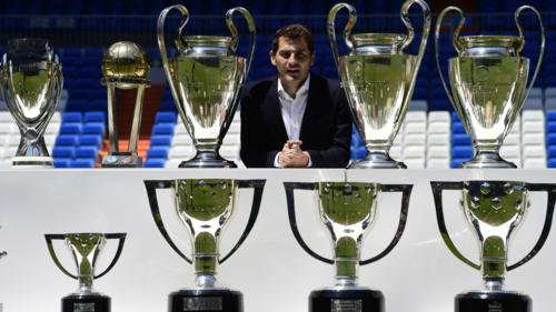 Casillas đã trải qua một sự nghiệp mà mọi cầu thủ đều ước mơ, với 5 chức vô địch La Liga, 3 Champions League, 2 Cup Nhà Vua, 2 Siêu Cup châu Âu...