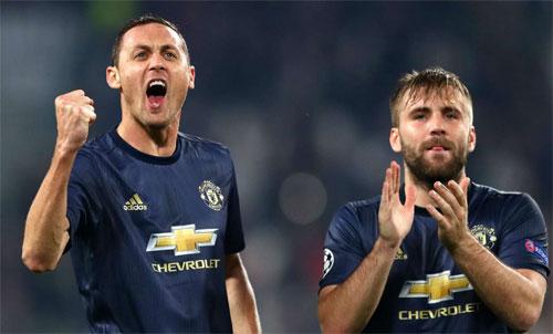 Matic (trái) và đồng đội đang có vị trí thuận lợi để giành vé Champions League mùa sau. Ảnh: Reuters