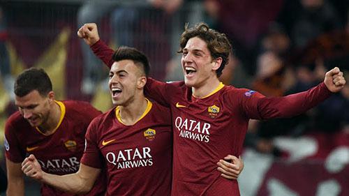 Zaniolo (phải) mừng bàn thắng cùng hai người đá cặp trên hàng công: Dzeko (trái) và El Shaarawy (giữa). Ảnh: Reuters.