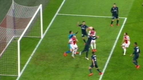 Bàn thắng không được công nhận của Ajax.