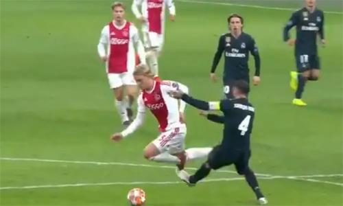 Pha phạm lỗi khiến Ramos nhận thẻ diễn ra chỉ hai phút sau khi Real có bàn dẫn 2-1 và một phút trước khi hết giờ. Ảnh: BT Sport.