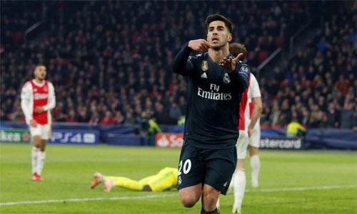 Asensio tung đòn trừng phạt Ajax khi trận đấu chỉ còn vài phút.