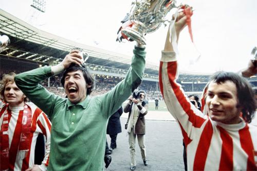 Banks không thật sự thành công ở cấp CLB. Danh hiệu lớn nhất mà ông có được là hai Cup Liên đoàn vào các năm 1964 và 1972 (trong ảnh).