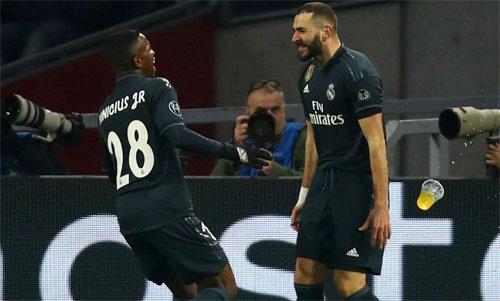 Sự gắn kết giữa Vinicius và Benzema giúp Real vượt lên. Ảnh: Reuters