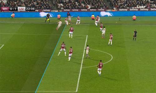 Milner việt vị trong bàn mở tỷ số của Liverpool. Ảnh: Sky.
