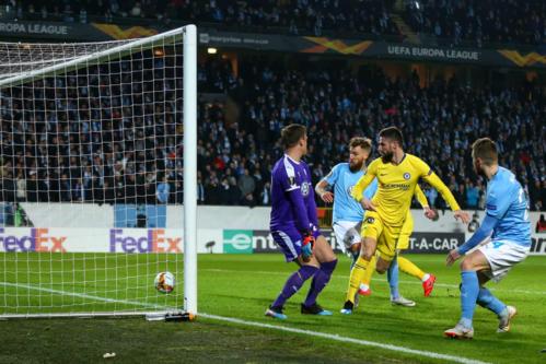 Pha ghi bàn nhân đôi tỷ số của Giroud. Tiền đạo người Pháp đang chứng tỏ duyên ghi bàn ở sân chơi Europa League năm nay. Ảnh:AMA.