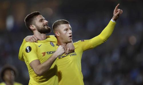Giroud và Barkley là hai cầu thủ ghi bàn cho Chelsea. Ảnh:AP.