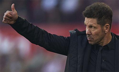 Atletico phải giữ chân Simeone trước sự theo đuổi của nhiều đội bóng giàu có. Ảnh: Reuters