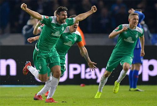Bàn thắng giúp Pizarro lập kỷ lục cũng là pha làm bàn thứ 195 của anh ở Bundesliga.