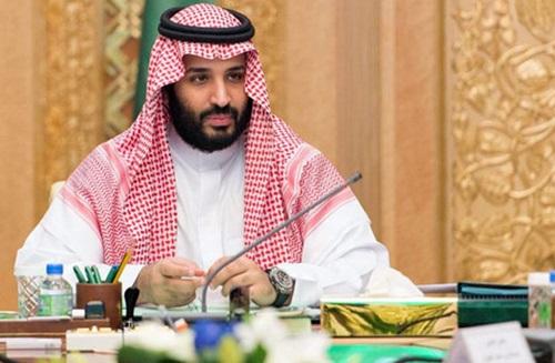 Hoàng tử Bin Salman từng dính tin đồn muốn thâu tóm Man Utd. Ảnh: Reuters.