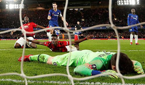 Pogba vui mừng sau khi điền tên lên bảng tỷ số. Ảnh: Reuters.