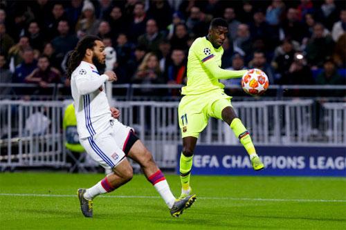 Dembele suýt đánh bại đội bóng đồng hương.