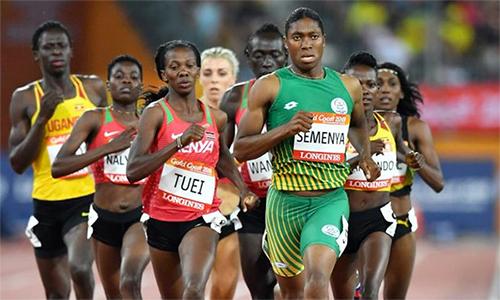 Semenya nhiều lần bị nghi ngờ là nam giới, do ngoại hình và cơ bắp không giống phụ nữ. Ảnh: Reuters.