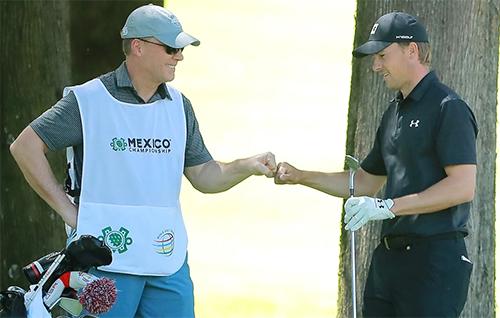 Cha con Spieth trải qua 18 hố không thành công trên sân Chapultepec ở Mexico City.Ảnh: Golf Channel.