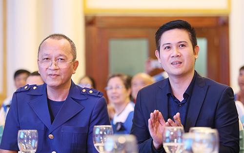 Bầu Tam (bên phải) và chủ tịch câu lạc bộ Quảng Ninh, ông Phạm Thanh Hùng tại lễ xuất quân mùa giải 2019.