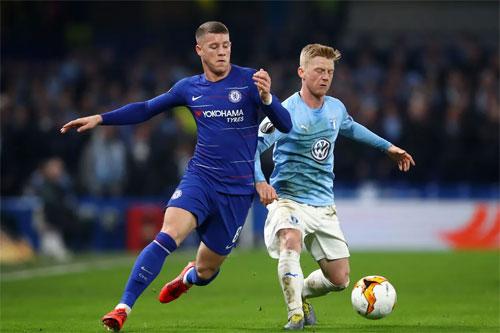 Malmo (phải) để lỡ những cơ hội quý giá trước khung thành Chelsea. Ảnh: Reuters