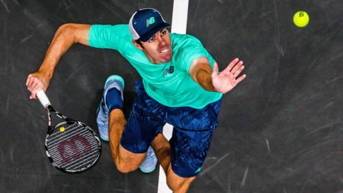 Opelka giành chiến thắng trong màn so tài khả năng giao bóng với đàn anh đồng hương Isner.Ảnh: ATP Tour.