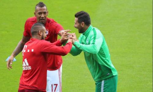 Pizarro là trường hợp hiếm hoi vẫn được các CĐV yêu mến dù khoác áo cả hai CLB địch thủ ở Bundesliga.