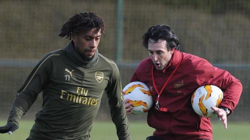 Iwobi (trái) vắng mặt, nhưng HLV Emery không quá lo lắng khi hàng công của Arsenal còn rất nhiều phương án hiệu quả. Ảnh:Sky.