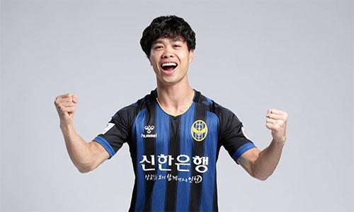 Công Phượng trong buổi chụp hình chuẩn bị cho mùa giải mới. Ảnh: Incheon FC.