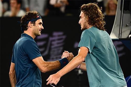 Tsitsipas thắng Monfils nhờcó tới 47 điểm winner và qua đó, giành quyền vào đấu chung kết với Federer. Ảnh: Sky.