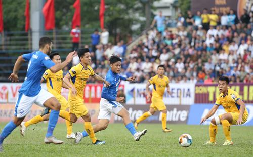 Quảng Ninh và SLNA bất phân thắng bại trong trận đấu chiều 3/2. Ảnh: Lâm Thỏa
