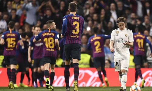 Real có thể sứt mẻ đội hình nếu căng sức đấu với Barca. Ảnh: Reuters