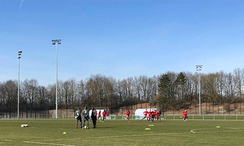 Một buổi tập của đội U16 Bayern trong khu Học viện rộng 30 héc-ta ở ngoại ô Munich.