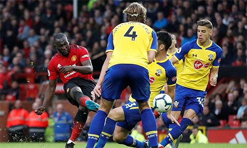 Giống trận thắng Crystal Palace 3-1 hôm 27/2, Lukaku tiếp tục lập cú đúp và đóng vai trò bản lề cho chiến thắng của Man Utd.