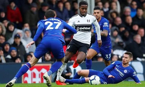 Hàng thủ Chelsea đã chơitập trung để ngăn cản những pha bóng tốc độ của Sessegnon vào cuối trận. Ảnh: Reuters.