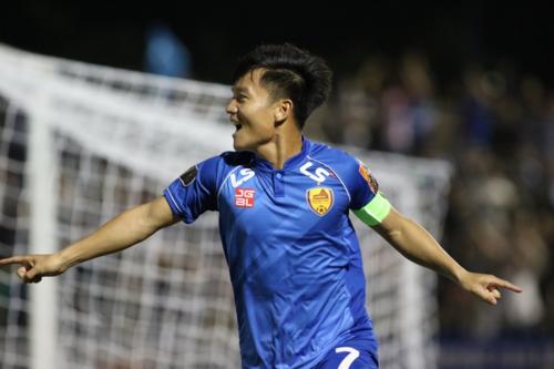 Đinh Thanh Trung mừng bàn thắng vào lưới CLB Hà Nội. Ảnh: VPF.