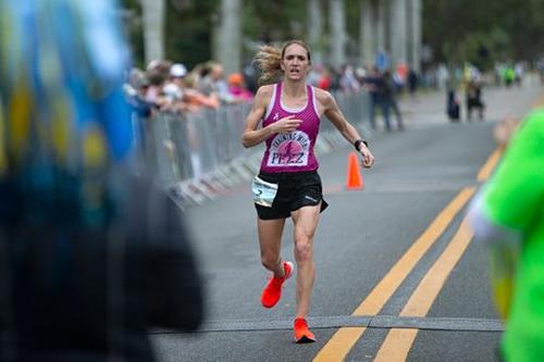 Pezzullo về đích tại giải Naples Daily News Half Marathon ngày 20/1. Ảnh: Naples Daily News.