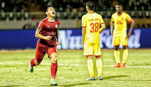 Sau vòng đấu này, V-League sẽ tạm nghỉ để đội U23 đá vòng loại U23 châu Á. Và CLB TP HCM vì vậy sẽ ít nhất giữ đỉnh bảng cho đến hết tháng 3. Ảnh: Xuân Bình.