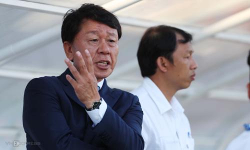 Sau khi chia tay HAGL, ông Chung Hae-seong sang dẫn dắt CLB TP HCM và giúp đội bóng này thăng hoa. Ảnh: Đức Đồng.