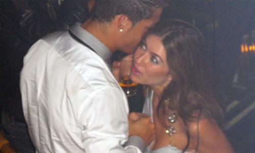 Ronaldo thân mật với Mayorga trước thời khắc mà anh bị cáo buộc hiếp dâm người đẹp Mỹ.