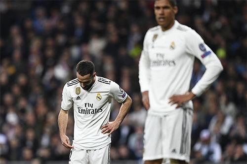Carvajal (trái) không muốn bào chữa cho thảm bại dưới tay Ajax và những kết quả tệ hại trước đó của Real.