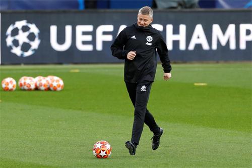 Solskjaer lạc quan dù Man Utd đang ở thế khó. Ảnh: Reuters.