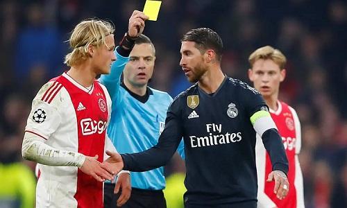 Ramos vắng mặt khi Real thảm bại 1-4 trên sân nhà do chiếc thẻ vàng ở lượt đi. Ảnh: AFP.