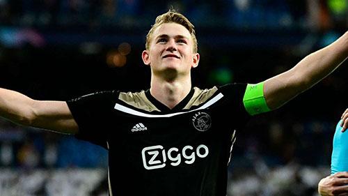 Matthijs De Ligt, 19 tuổi nhưng đã giữ băng đội trưởng Ajax. Ảnh: Reuters.