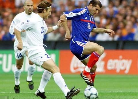 Zidane thường xoay người để vượt qua đối thủ, khi còn thi đấu.