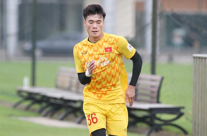 Bùi Tiến Dũng băng tay khi tập luyện ở đội U23 Việt Nam