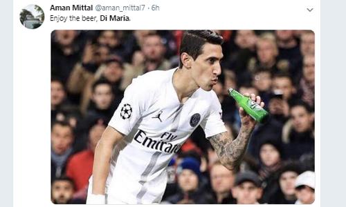 Uống bia ngon nhé, một CĐV PSG chế giễu Di Maria. Ảnh: Twitter.