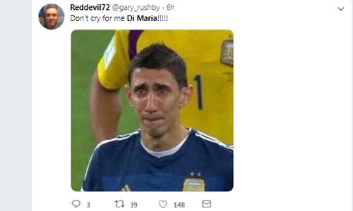 Đừng khóc cho tôi, Di Maria, một CĐV nhại lại tên bài hát Đừng khóc cho tôi, Argentina, để chế nhạo cầu thủ PSG. Ảnh: Twitter.