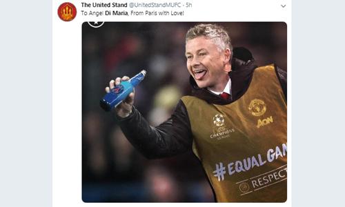 Một CĐV chế ảnh HLV Solskjaer bỏ Paris vào trong một cái chai, nhại lại cách khiêu khích của Di Maria ở lượt đi. Ảnh: Twitter.